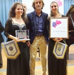 Le vincitrici del Premio Antonelli insieme ad Alfredo Romano, Presidente di Eleomai