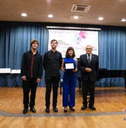 Il Premio del Pubblico vinto dal Trio Incendio consegnato dal Presidente del Lions Club Latina Host dott. Stefano De Caro