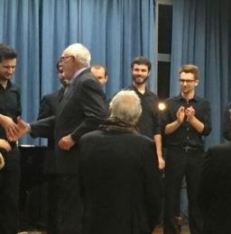 Il dott. Giovanni Antonelli premia i vincitori