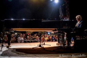 PEPPINO DI CAPRI AL PIANOFORTE
