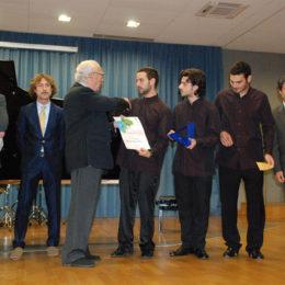 Bruno Giuranna, Presidente di Giuria, premia i vincitori